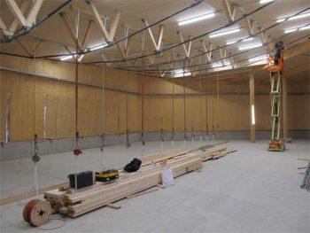 Der Innenausbau der großen Lagerhalle